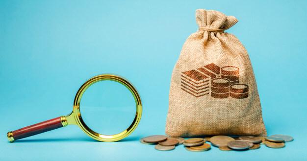 captar investidores saco de dinheiro com moedas ao redor e lupa